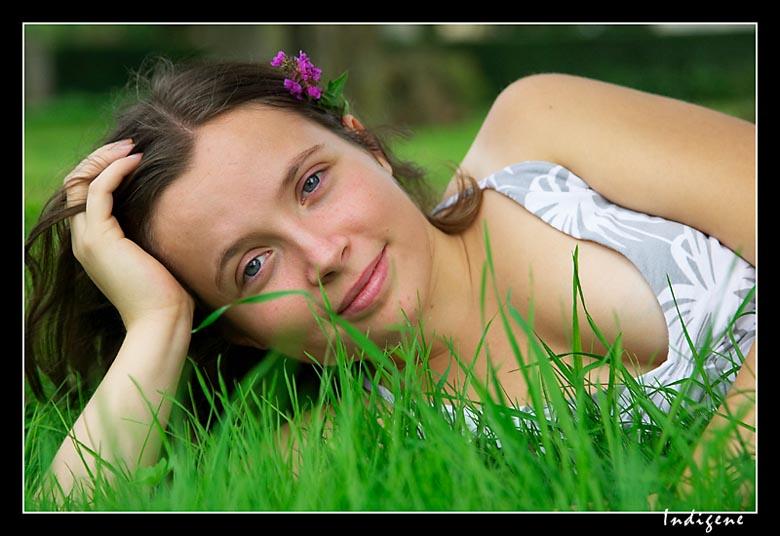 Etendue dans l'herbe