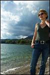 photo Barbara au bord de l'eau