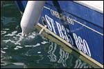 photo Le bateau dans le port