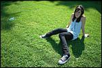 photo La fillette dans la pelouse