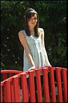 photo Maëva sur le pont de bois