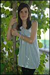 photo Maëva contre l'arbre